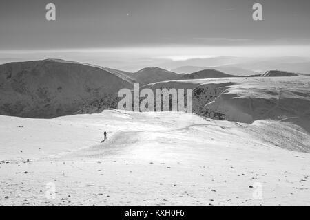 Le sommet des montagnes Helvellyn en hiver, Lake District, Cumbria, Angleterre.