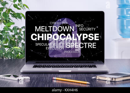 Concept Chipocalypse avec meltdown et spectre menace sur l'écran du portable dans l'espace de bureau. Banque D'Images