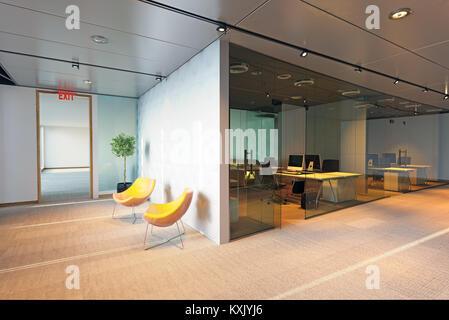 Immeuble de bureaux modernes de l'intérieur. Concept de rendu 3D