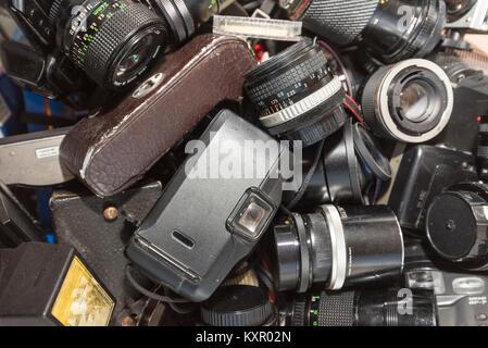 Vintage 35mm Caméras Film/cas et de l'équipement Banque D'Images