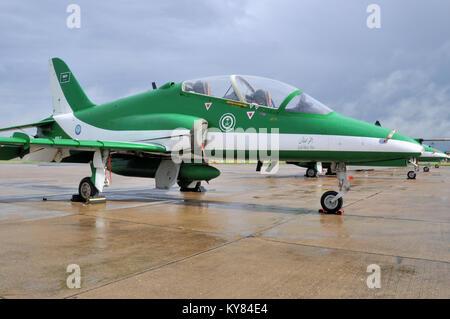 L'Arabie est un BAE Hawk jet équipé d'Arabie Royal Air Force aerobatic team. Visiter le Royaume-Uni. L'équipe de démonstration de l'air. L'équipe Airshow