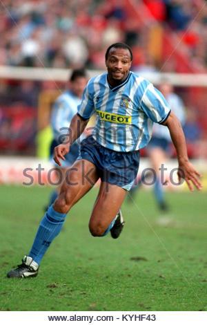 Photo: ancien avant l'Angleterre Cyrille Regis a décédé à l'âge de 59 ans. Cyrille Regis, Coventry ... Soccer  Banque D'Images