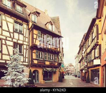 Street Décorées pour Noël, Colmar, France. Image tonique Banque D'Images