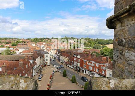 Vue aérienne de la Grand-rue au combat; une petite ville historique dans l'East Sussex, Angleterre. Banque D'Images