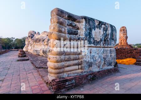 La commission mixte pieds de Bouddha Couché Wat Lokkayasutharam. Ayutthaya, Thaïlande. Banque D'Images