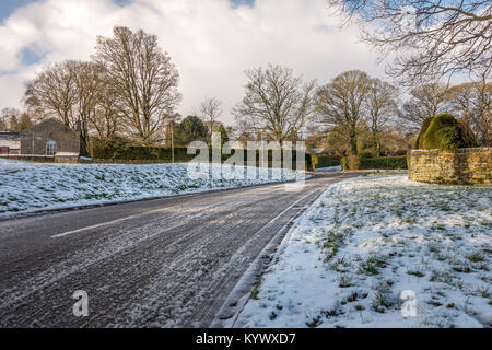 Burley Woodhead, West Yorkshire, Royaume-Uni. 17 Jan, 2018. Météo France : conditions de conduite difficiles ce Banque D'Images