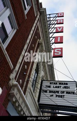 La Davis, un petit théâtre de quartier à Chicago's Lincoln Square, spectacles à l'affiche les titres de certains Banque D'Images