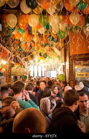 St Patrick's Day celebration dans le pub irlandais, Stoke Newington, Londres UK 2013