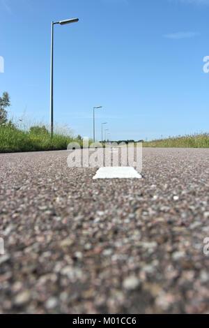 Piste cyclable asphaltée aux Pays-Bas Banque D'Images