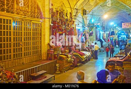 SHIRAZ, IRAN - 12 octobre 2017: Le tapis Ministère de Vakil bazar est l'un des endroits touristiques les plus populaires, Banque D'Images