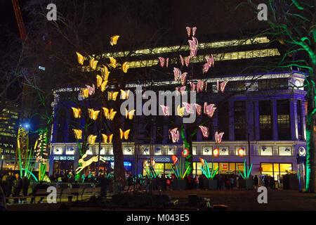 Londres, Royaume-Uni. 18 janvier, 2018. Vie nocturne animée par Jo Pocock et compagnie lanterne à Leicester Square Banque D'Images