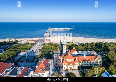 Resort de Sopot en Pologne. SPA , ancien phare, jetée en bois (Molo) avec marina, plage, locations de bateaux, infrastructures, parc, promenade et balade pe