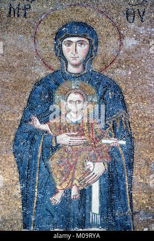 Mosaïque byzantine de la Vierge Marie et Jésus Enfant dans la galerie sud du Musée de l'église Hagia Sophia, Sultanahmet, Banque D'Images