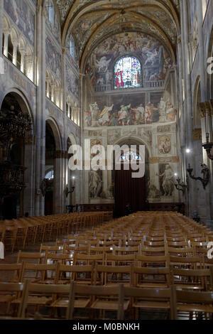 Parme, Italie - 12 janvier 2013: Les gens de la cathédrale de Parme. Dédiée à l'Assomption de la Bienheureuse Vierge Banque D'Images