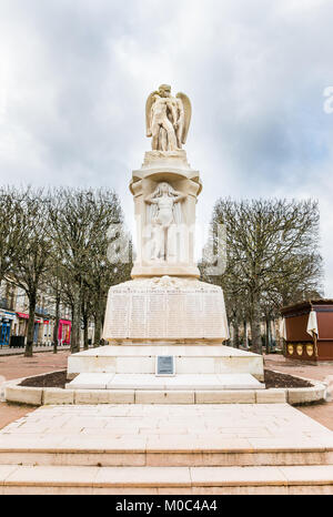 Monument commémoratif de guerre sur place du Champs-de-Mars à Autun commémorant les enfants tombés pendant la Première Banque D'Images