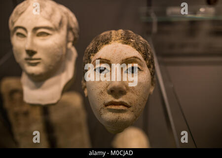 Ancien masque statue femme