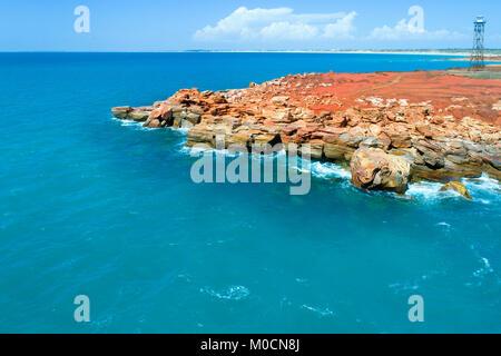 La côte rocheuse et phare, Gantheaume Point, Broome, Australie occidentale, Kimberley Ouest Banque D'Images