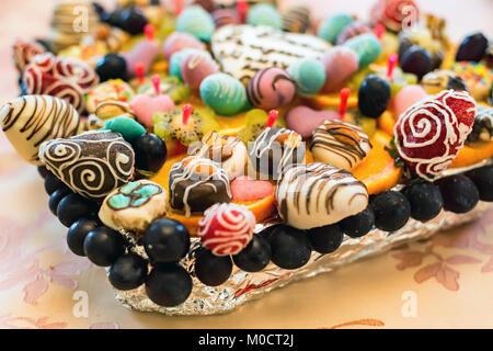Dessert fait de fruits, les fraises dans le chocolat Banque D'Images