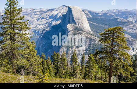 Demi Dôme vus de près de Glacier Point, Yosemite National Park, Californie