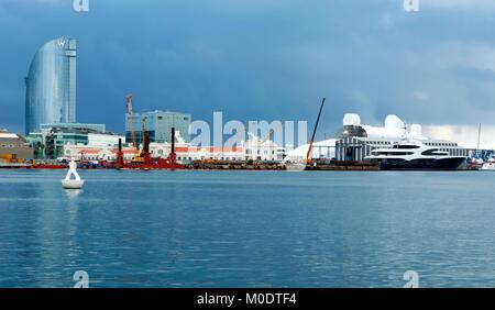 Hotel W Barcelona et port de Barcelone en 22. Septembre 2017, l'Espagne ( Barcelone ) Banque D'Images