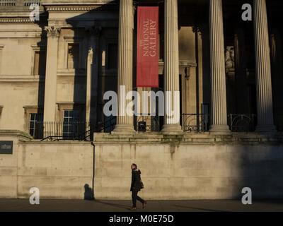Un matin tôt à pied en face de la Galerie Nationale