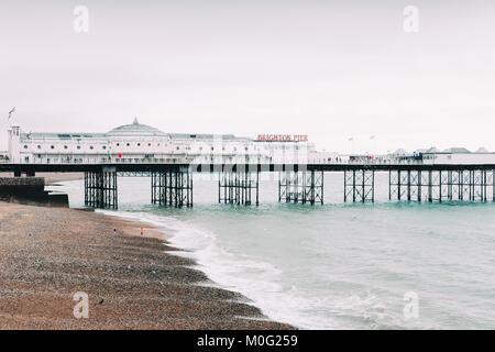 Célèbre jetée de Brighton, la plus célèbre station vers le Royaume-Uni pour les touristes d'outre-mer. Banque D'Images