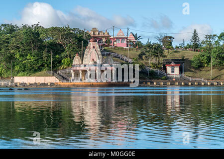 Am heilhen Kratersee Hindu Tempel Ganga Talao oder Grand Bassin, Ile Maurice, Afrika | temple hindou à holy Ganga Banque D'Images