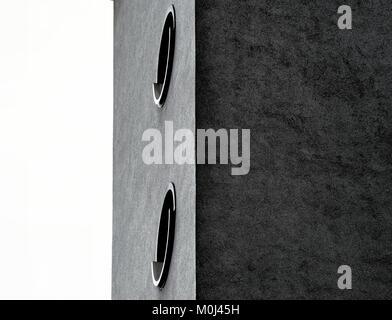 Photo de l'escalier d'un immeuble de grande hauteur dans le mauvais temps et mauvaise lumière, effet noir et blanc, Banque D'Images