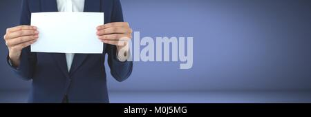 Affaires holding blank card in hands Banque D'Images