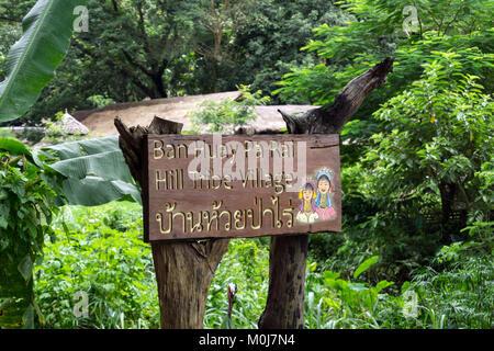 L'Asie, THAÏLANDE, Chiang Mai, Ban Huay Pa Rai Hill Village, signer le message Banque D'Images