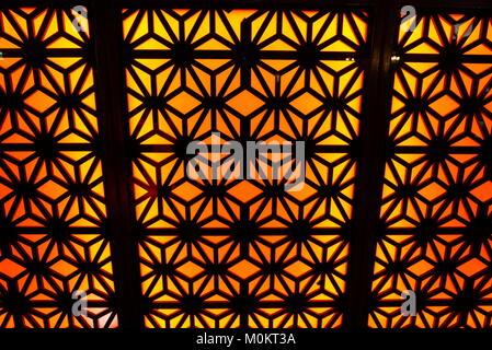 Accueil chaleureux, avec un mur orange abstract pattern rouge/noir Banque D'Images