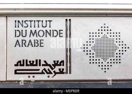 France, Paris, Institut du Monde Arabe (IMA), conçu par les architectes Jean Nouvel et Architecture-Studio Banque D'Images