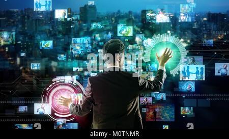 Young man using futuristic interface utilisateur graphique. Banque D'Images