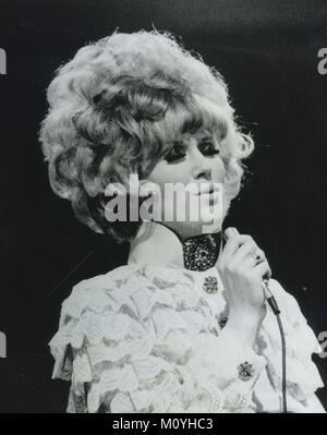 DUSTY SPRINGFIELD (1939-1999) Chanteuse au London Palladium en 1968. Photo : Tony Gale Banque D'Images