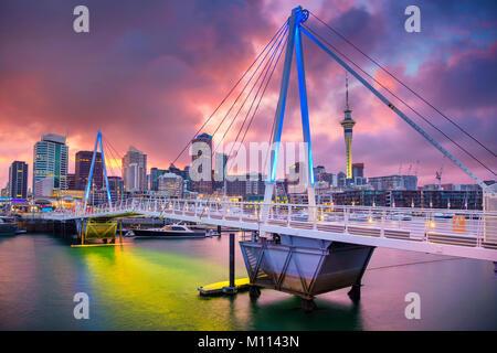 Auckland. Image de ville Auckland skyline, New Zealand pendant le lever du soleil. Banque D'Images