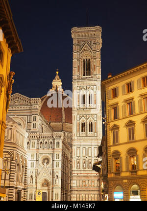 L'Europe,Italie,Toscane,Florence,clocher de Giotto à renaissance Basilique de Santa Maria del Fiore à la place du Banque D'Images