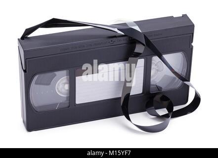 Bande VHS Broken et dénoué isolé sur un fond blanc. Banque D'Images