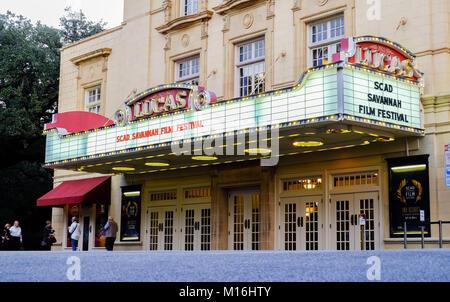 SAVANNAH, Georgia, USA - 31 octobre 2017: Théâtre TheLucas sur Abercorn Street dans le centre-ville historique Banque D'Images