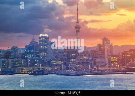 Auckland. Image de ville Auckland skyline, New Zealand pendant le coucher du soleil. Banque D'Images