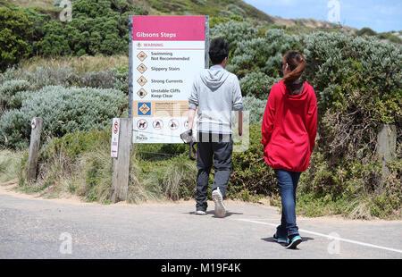 Les touristes sur la Great Ocean Road, dans le sud de l'Australie Banque D'Images