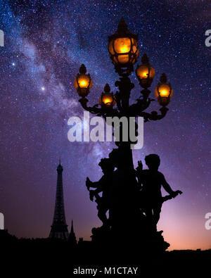 FR - PARIS: soirée sur le Pont Alexandre III Banque D'Images