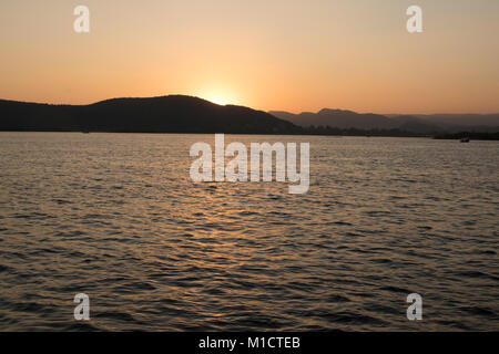 Coucher de soleil sur le lac Pichola, Udaipur, Rajasthan