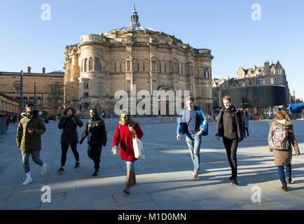 Bristo Square et le McEwan Hall, conçu par Sir Robert Rowand Anderson qu'Edinburgh University hall du diplôme à Banque D'Images