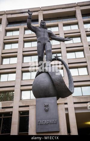 Statue de zinc le premier cosmonaute Youri Gagarine à un emplacement temporaire dans le Mall London UK en 2012