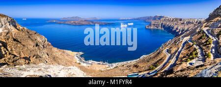 Santorin, Grèce. Îles des Cyclades grecques dans la mer Égée et les villes Oia, Firostefani, Fira. Banque D'Images