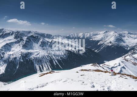 Vue d'hiver de Kasprowy Wierch en montagnes Tatras, en Pologne. Banque D'Images