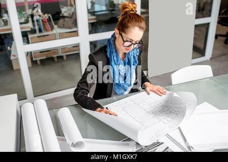 Dans le bureau de travail de l'architecte Banque D'Images
