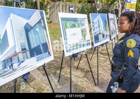 Architecture plans rendu policière black woman Banque D'Images