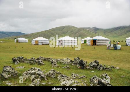 Famille nomade camp de ger, vallée de l'Orkhon, province Sud Hangay, Mongolie, Asie centrale, Asie Banque D'Images