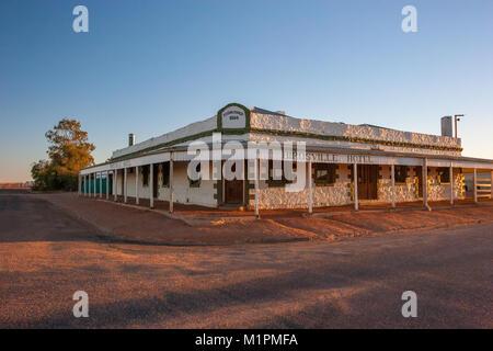 Situé dans l'outback Queensland, il s'agit d'un hôtel classé au patrimoine qui est un centre pour les voyageurs Banque D'Images